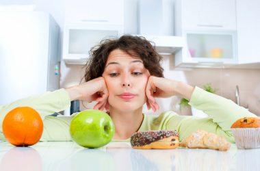 Mangiucchiare fuori dai pasti: una delle cattive abitudini alimentari