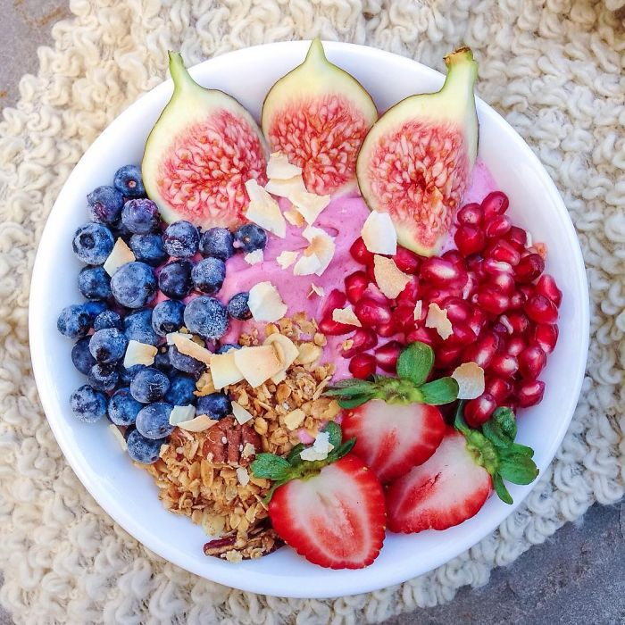 i-make-healthy-breakfast-smoothie-bowls__700