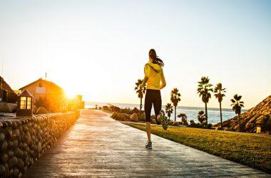 Camminata veloce, corsa e addominali: allenamento fai date per mantenersi in forma [VIDEO]
