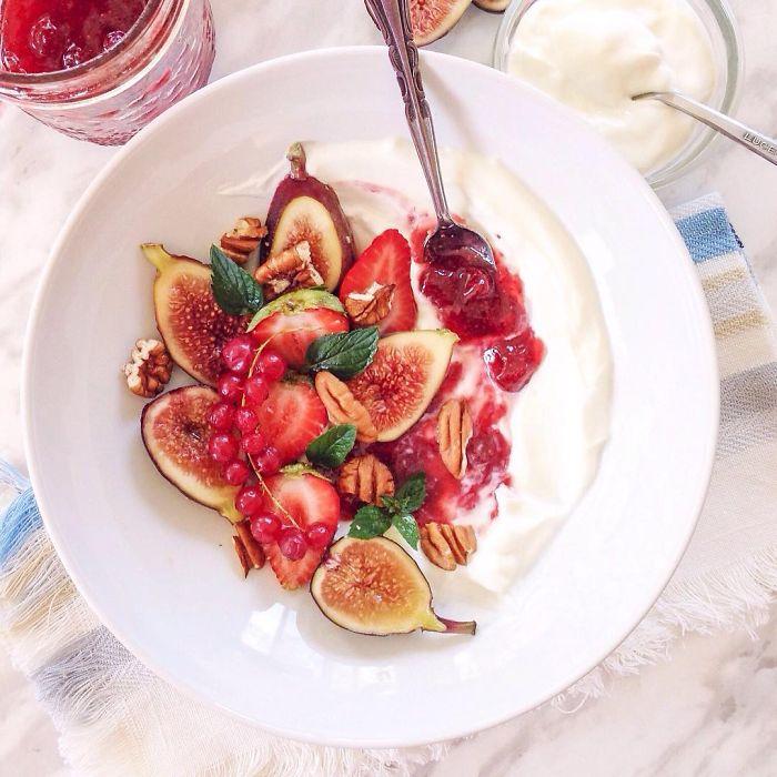 i-make-healthy-breakfast-smoothie-bowls-2__700
