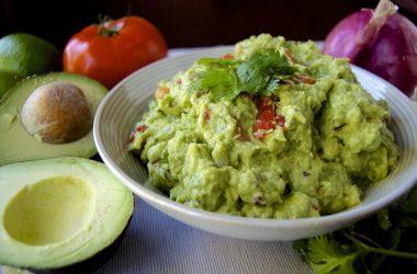 Crepes vegane con pollo e guacamole